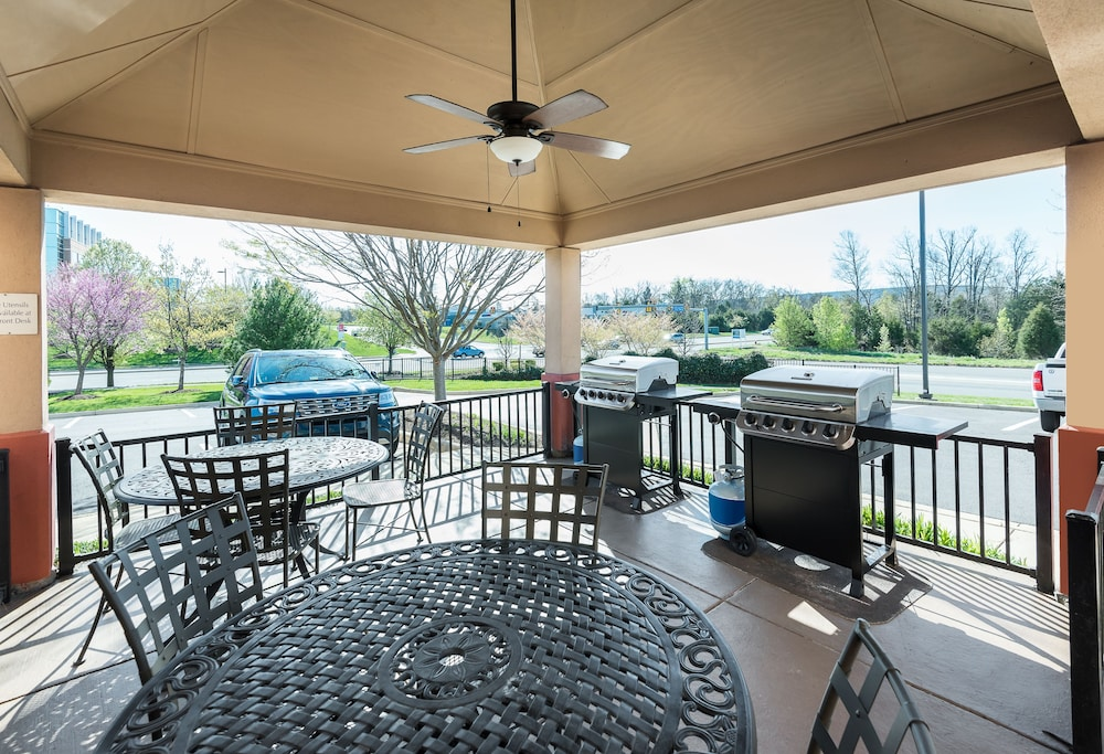 BBQ/Picnic Area, Candlewood Suites Washington Dulles Sterling