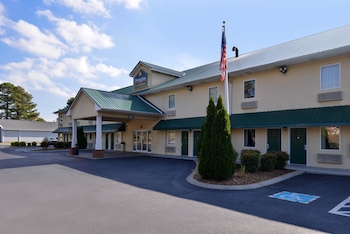 Douglas Inn And Suites