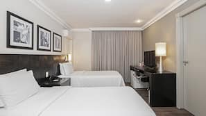 Cofres nos quartos, cortinas blackout, roupa de cama