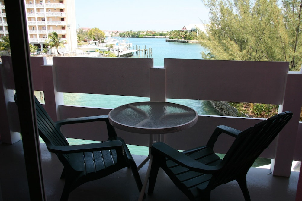 Balcony, Bell Channel Inn Hotel & Scuba Diving Retreat