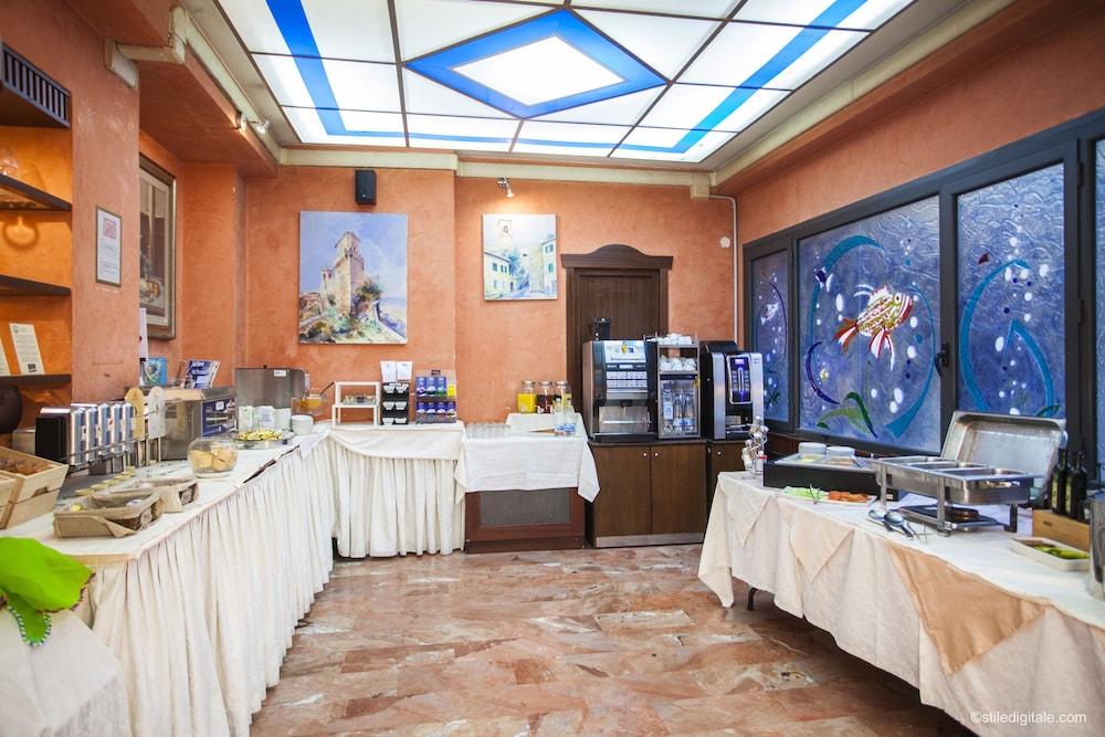 hotel la pace in pisa hotel rates reviews on orbitz. Black Bedroom Furniture Sets. Home Design Ideas