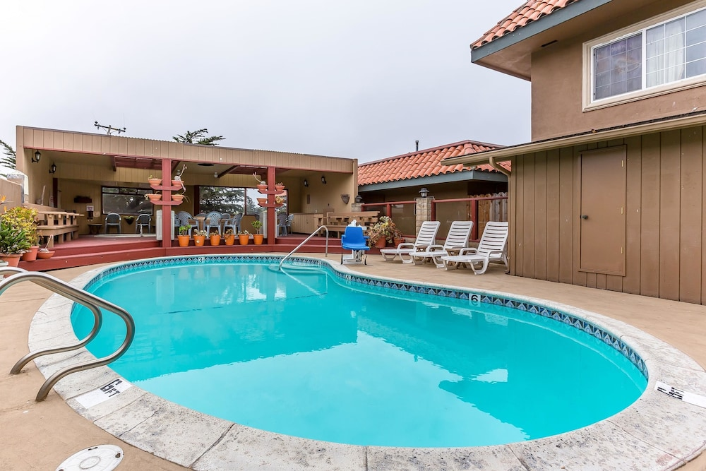 Pool, Quality Inn near Hearst Castle