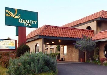 Property Entrance, Quality Inn near Hearst Castle