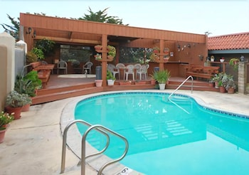 Outdoor Pool, Quality Inn near Hearst Castle
