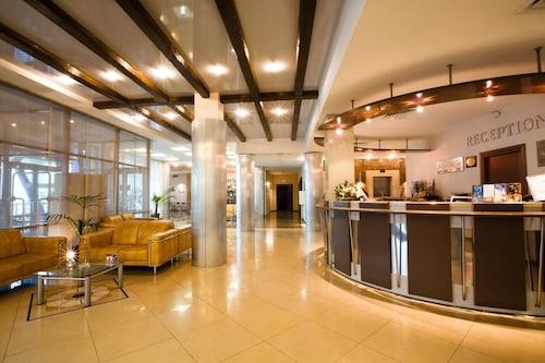 Alexandrovsky Garden Hotel