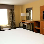 Holiday Inn Express & Suites Sherwood