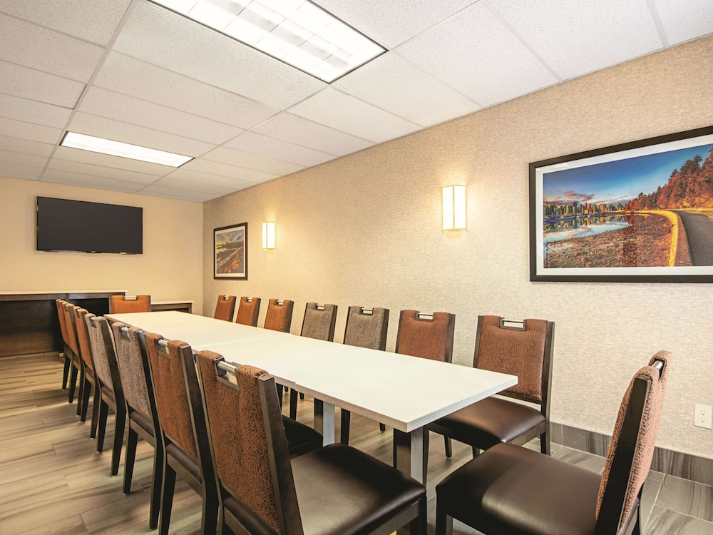Meeting Facility, La Quinta Inn by Wyndham Vancouver Airport