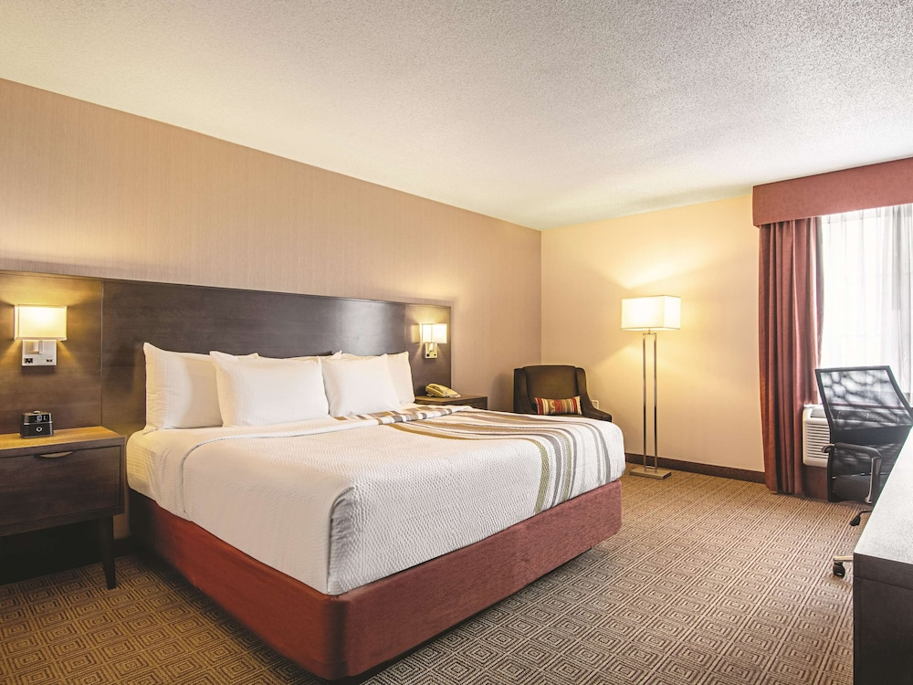 Room, La Quinta Inn by Wyndham Vancouver Airport