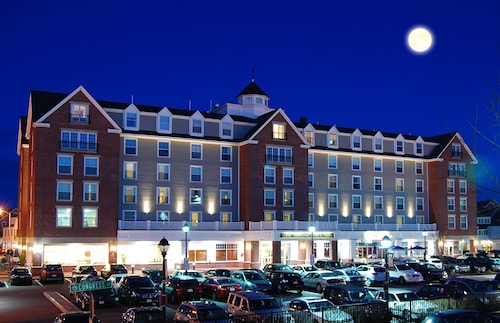 Salem Waterfront Hotel & Suites