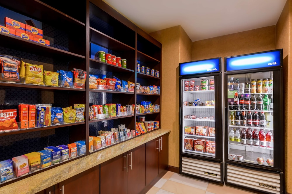 Snack Bar, Hampton Inn & Suites Ontario
