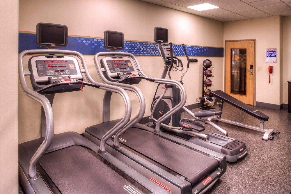 Fitness Facility, Hampton Inn & Suites Ontario