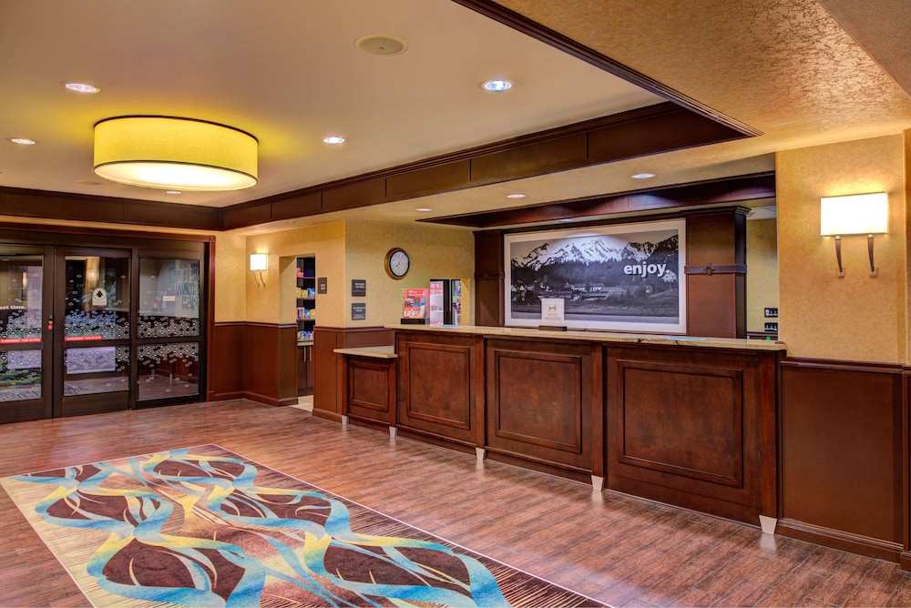 Reception, Hampton Inn & Suites Ontario