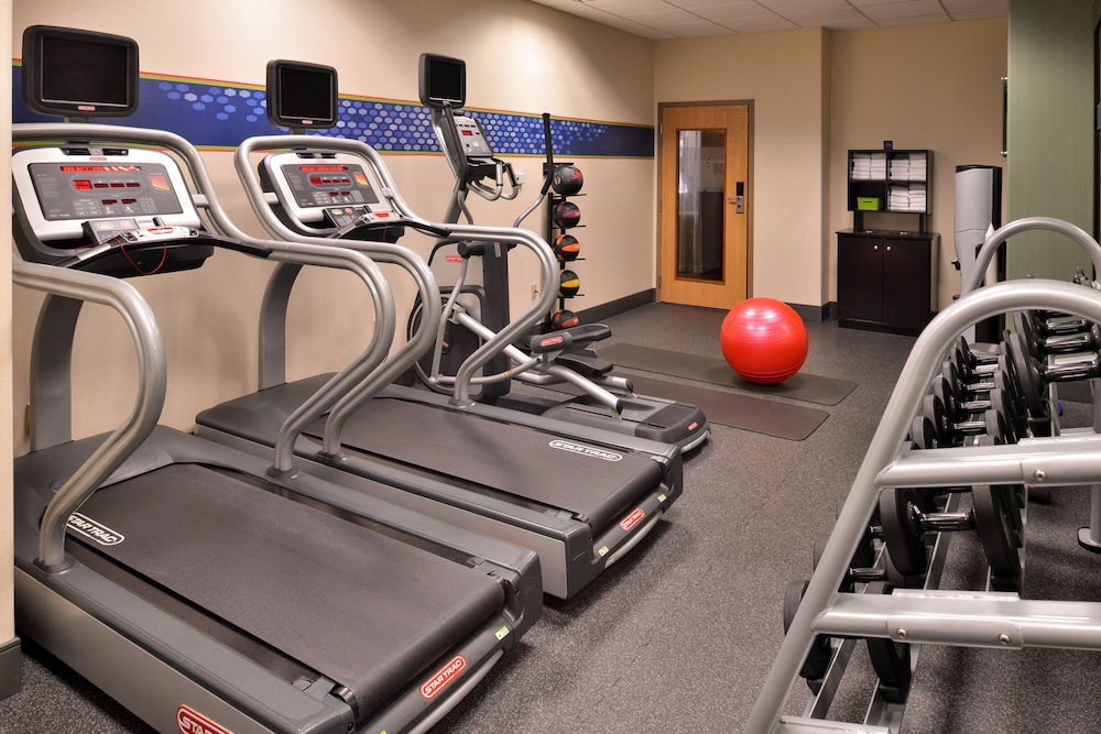 Gym, Hampton Inn & Suites Ontario