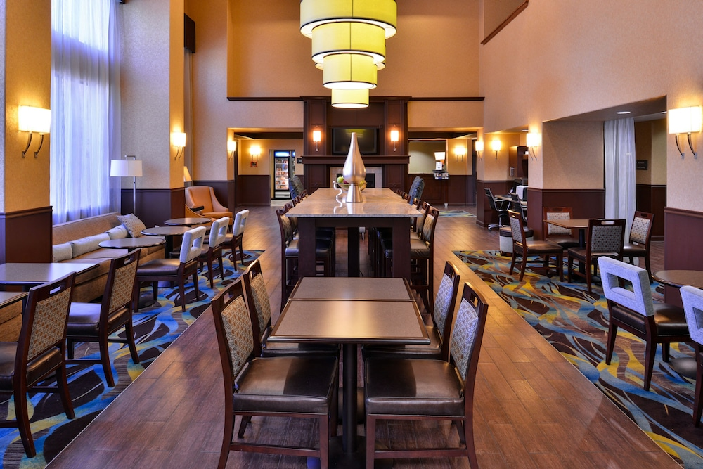 Dining, Hampton Inn & Suites Ontario