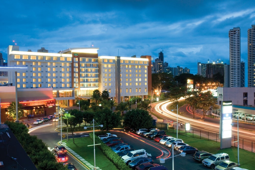 Front of Property - Evening/Night, Courtyard by Marriott Panama Multiplaza Mall