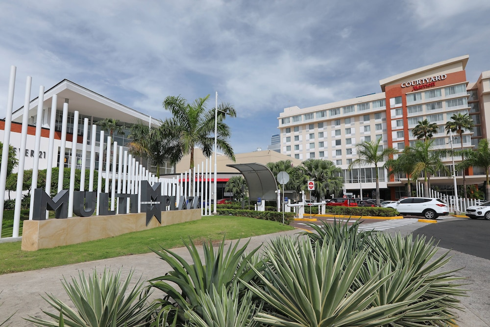 Property Entrance, Courtyard by Marriott Panama Multiplaza Mall