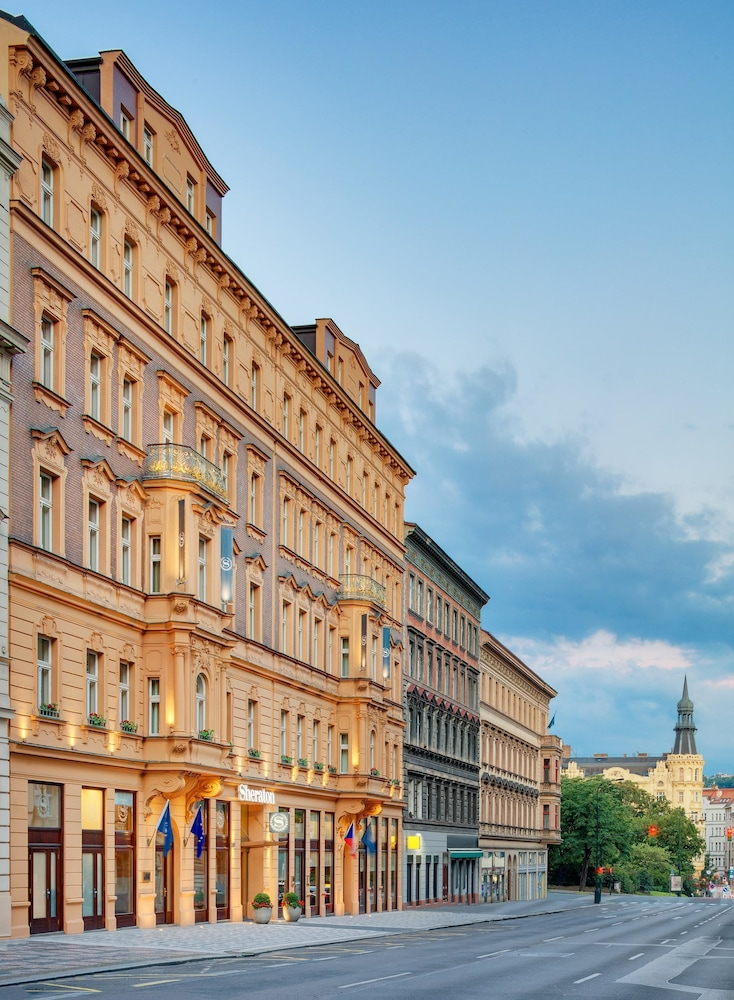 Book sheraton prague charles square hotel prague hotel deals for Charles hotel prague
