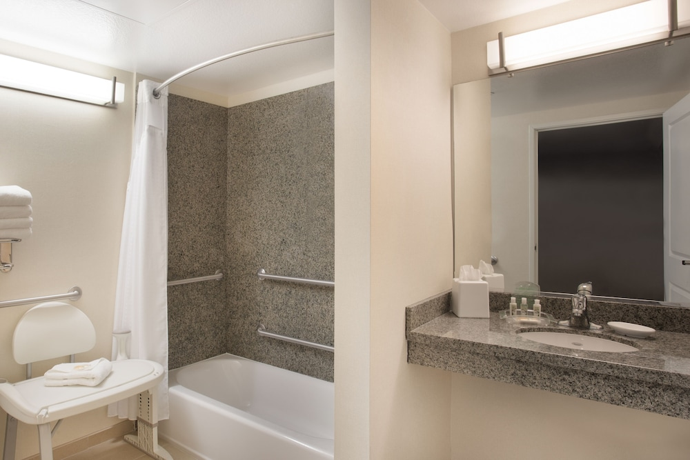 Bathroom, Holiday Inn Hotel & Suites Scottsdale North - Airpark, an IHG Hotel