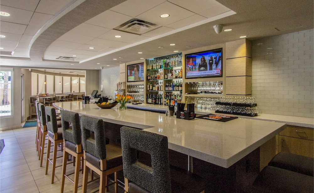 Bar, Holiday Inn Hotel & Suites Scottsdale North - Airpark, an IHG Hotel