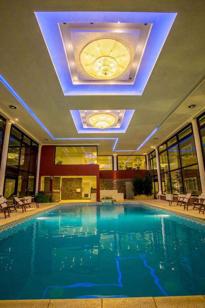 Unique luxury patagonia el calafate argentina expedia for Hotel unique luxury calafate tripadvisor
