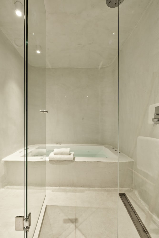 Jetted Tub, Cosmopolitan Suites