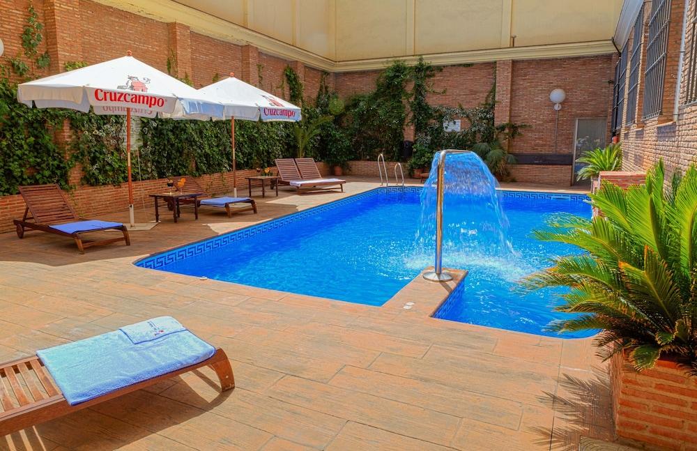 Piscina al aire libre hotel bellavista sevilla