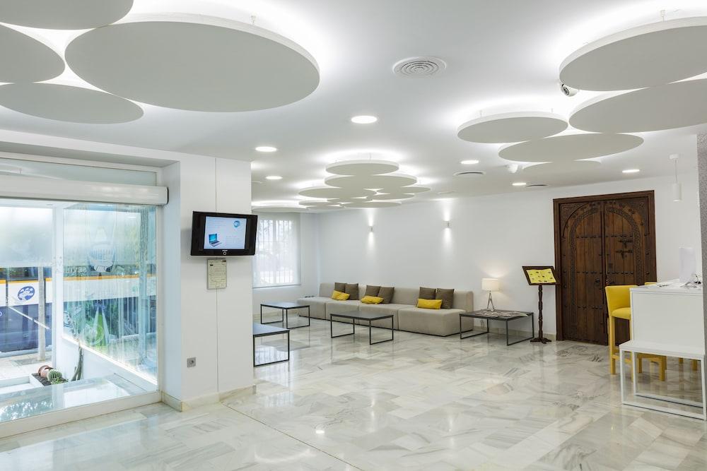 Entrada interior hotel bellavista sevilla