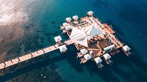 Plage privée, navette gratuite vers la plage, chaises longues, parasols