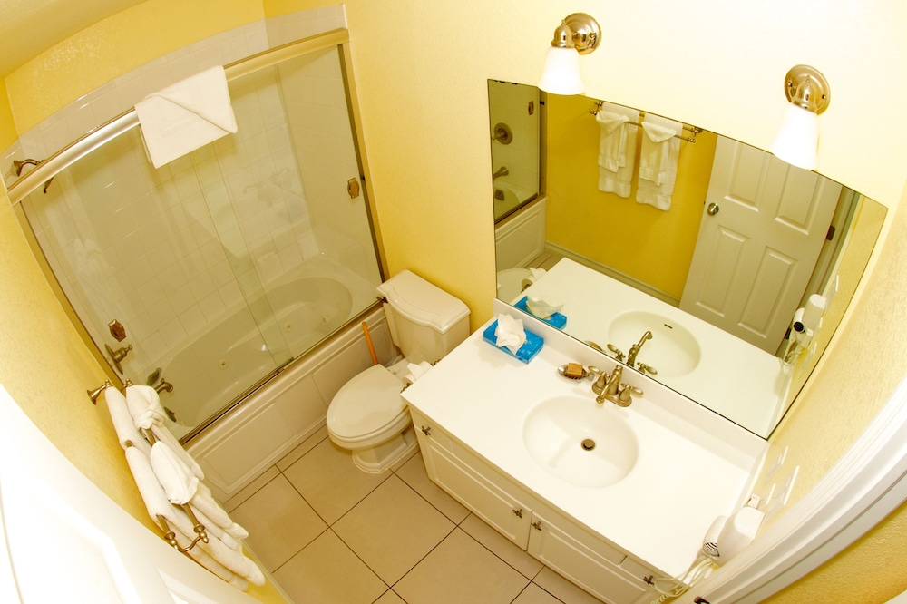 Bathroom, Compass Point Dive Resort