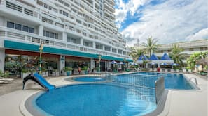 3 outdoor pools, open 7:00 AM to 9:00 PM, pool umbrellas, pool loungers