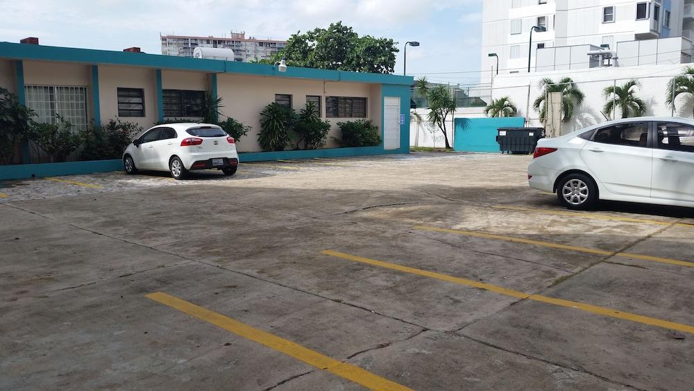 Borinquen Beach Inn 2 0 Out Of 5 Parking