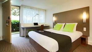 Iron/ironing board, free WiFi, bed sheets, alarm clocks