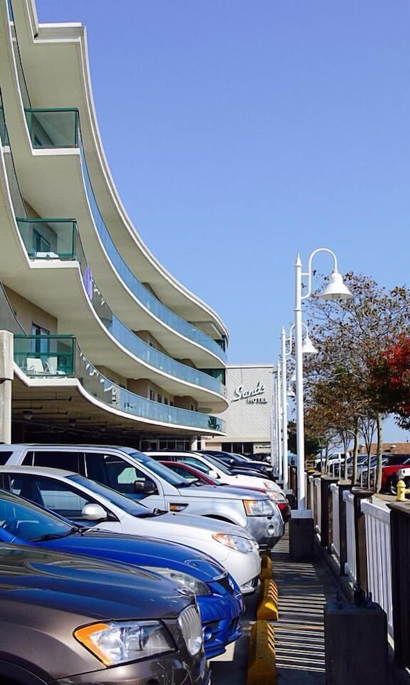 Parking, Atlantic Sands Hotel & Conference Center