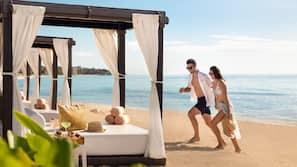 해변에 위치, 백사장, 비치 카바나, 일광욕 의자