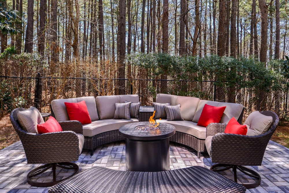 Terrace/Patio, Country Inn & Suites by Radisson, Raleigh-Durham Airport, NC