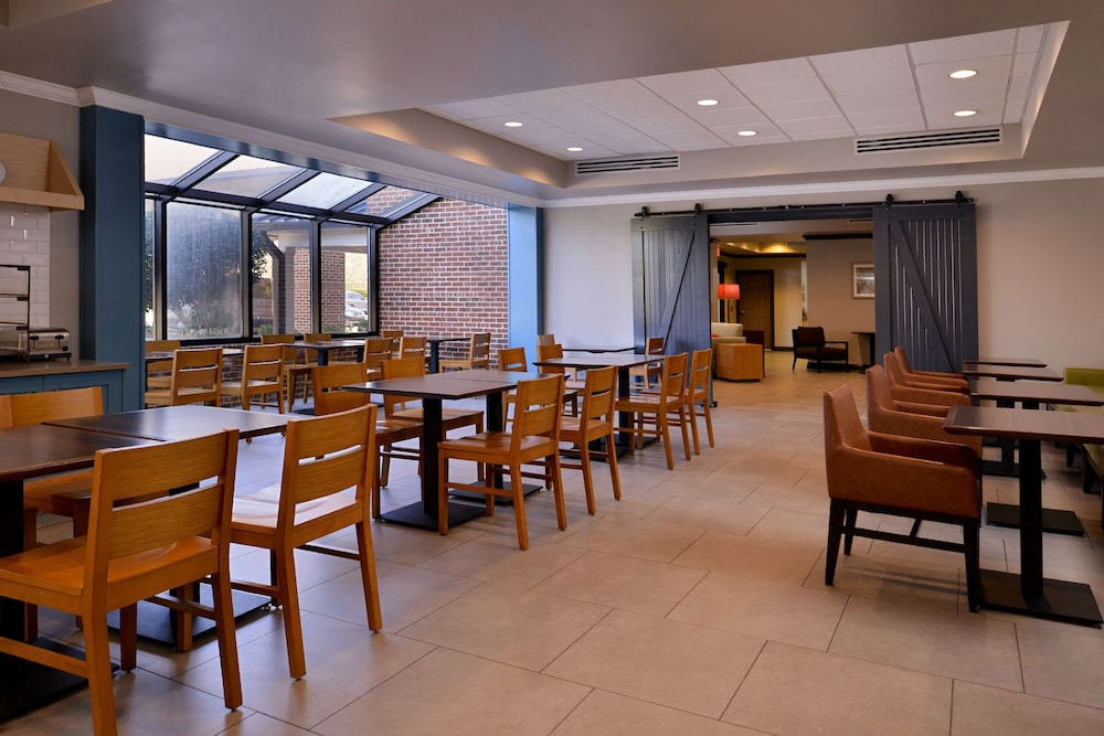 Breakfast Area, Country Inn & Suites by Radisson, Raleigh-Durham Airport, NC
