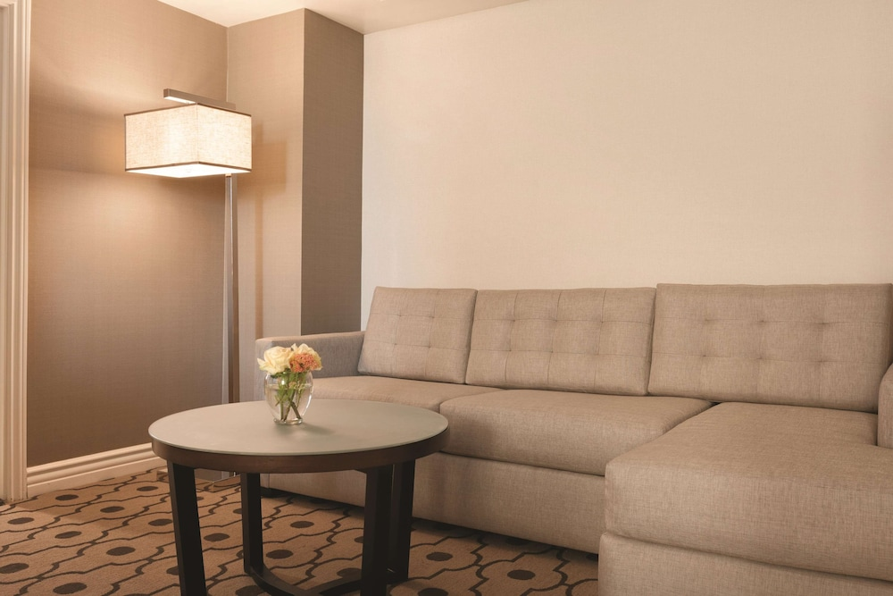Living Area, Hilton Los Angeles/San Gabriel