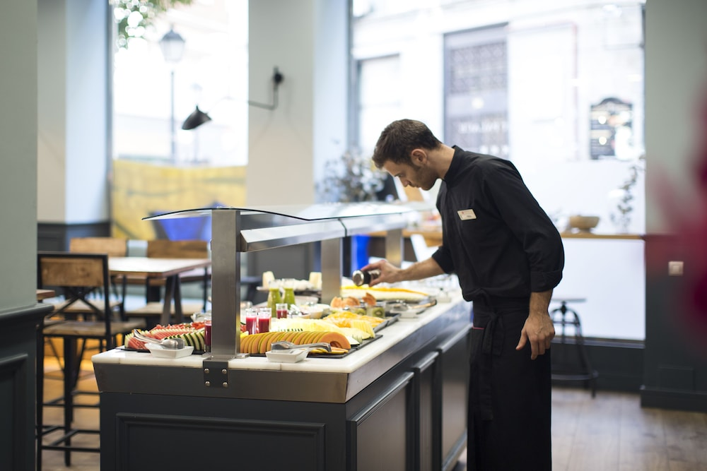Buffet, Petit Palace Triball