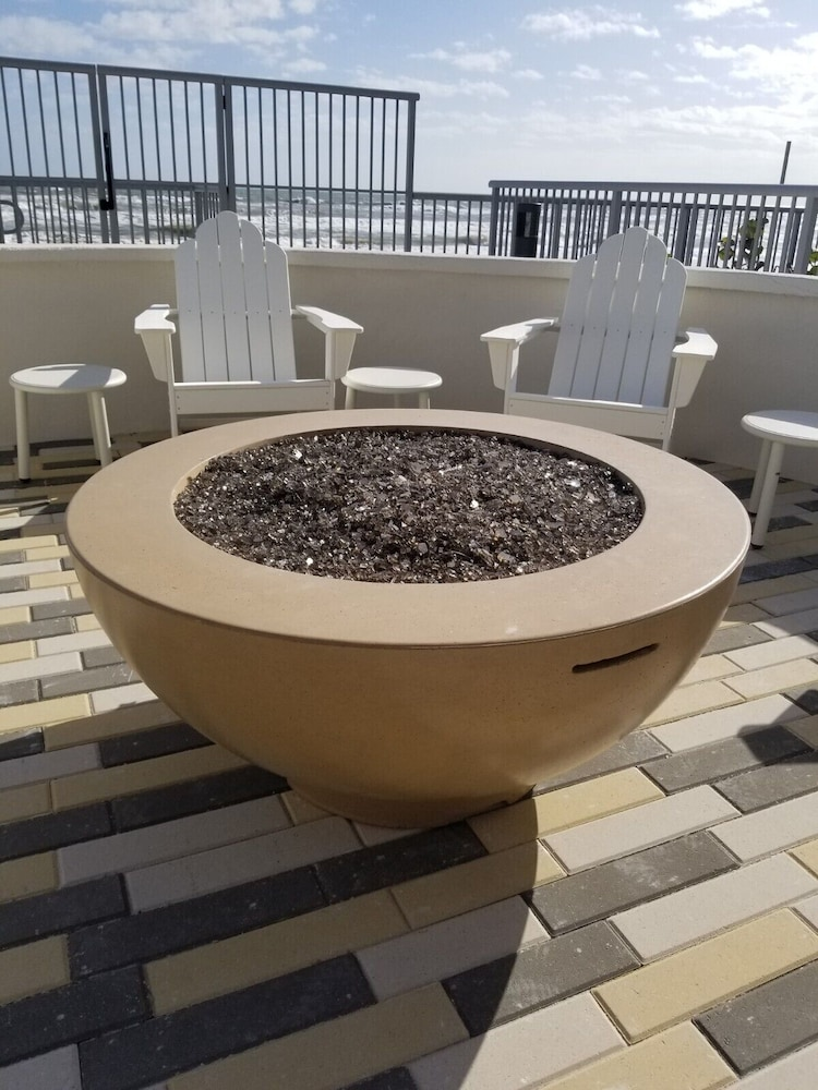 Outdoor Pool, Home2 Suites by Hilton Ormond Beach Oceanfront