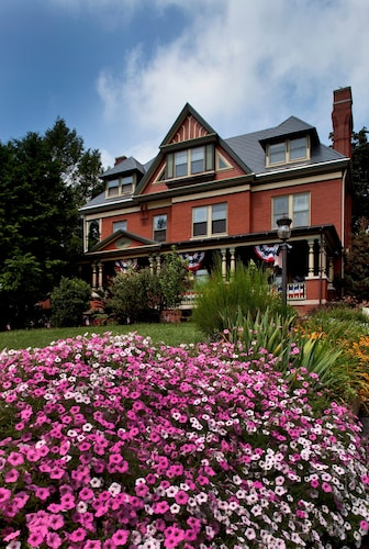 B. F. Hiestand House Bed & Breakfast