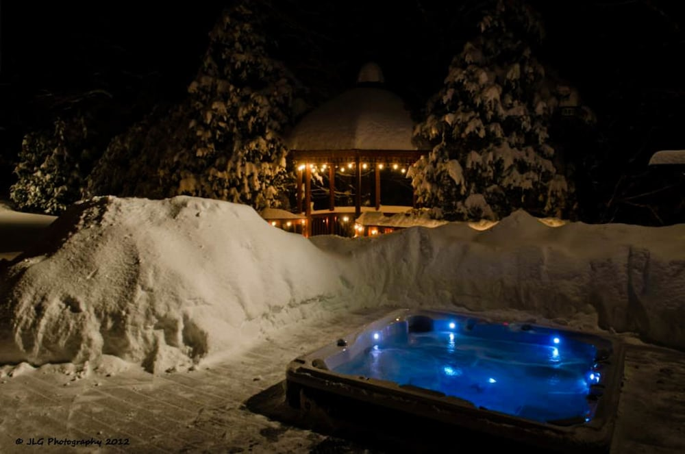Outdoor Spa Tub, Snowed Inn