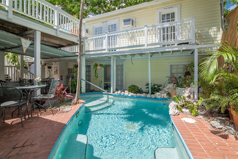 Garden house by key west vacation rentals deals reviews for Chelsea pool garden key west