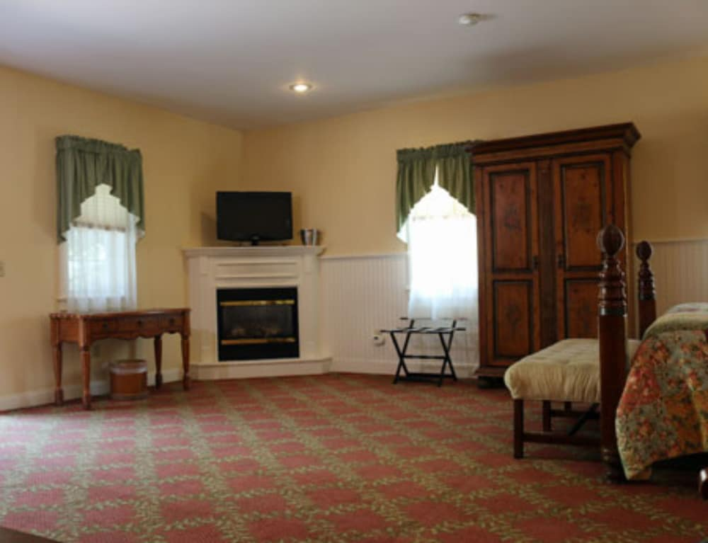 Room, Kearsarge Inn