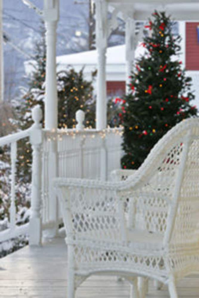 Porch, Kearsarge Inn