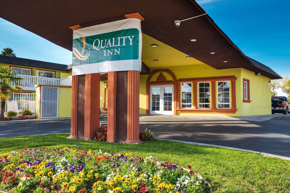 Exterior, Quality Inn & Suites