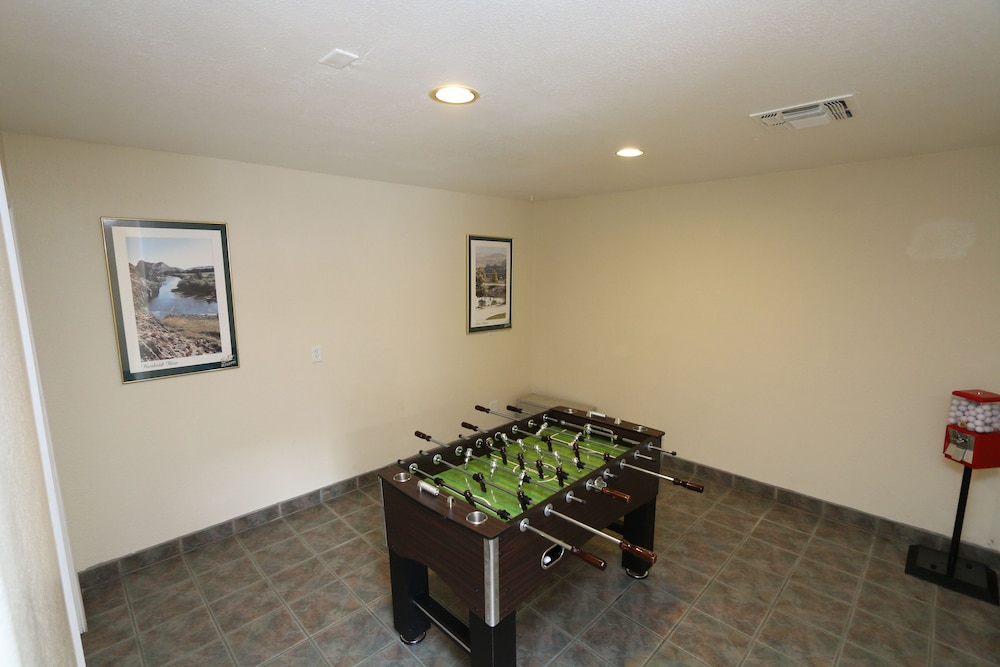 Game Room, Thunderbird Resort Club