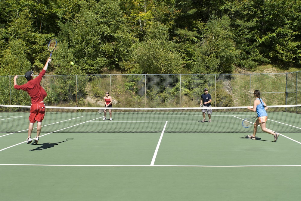 Tennis Court, Steele Hill Resorts