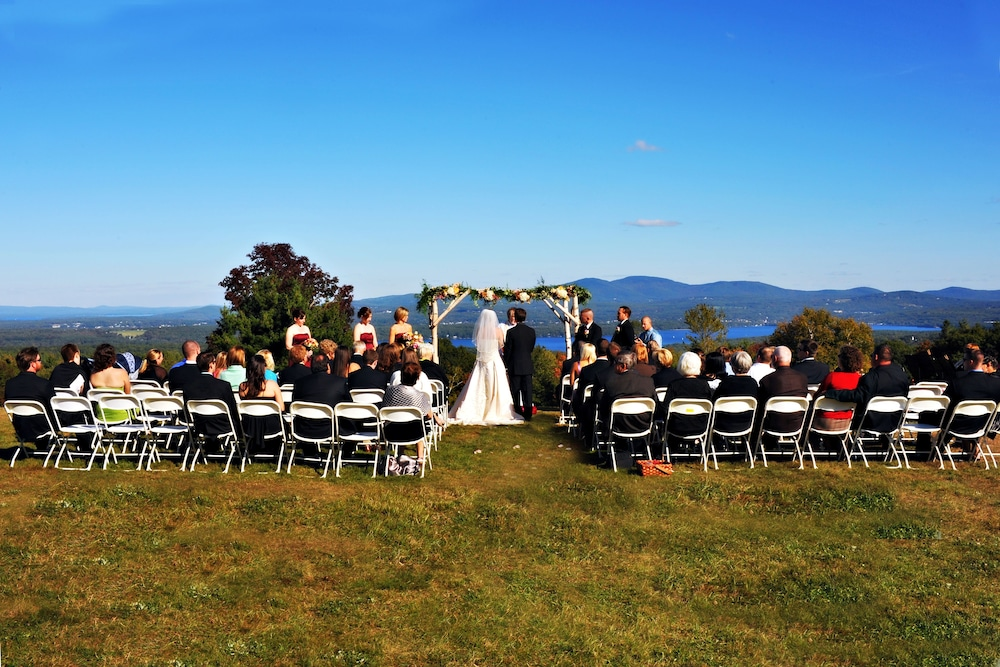 Outdoor Wedding Area, Steele Hill Resorts