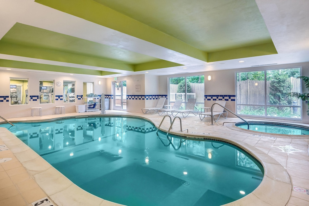 Pool, Fairfield Inn & Suites by Marriott Worcester Auburn