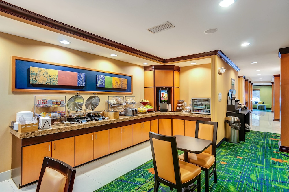 Breakfast Area, Fairfield Inn & Suites by Marriott Worcester Auburn